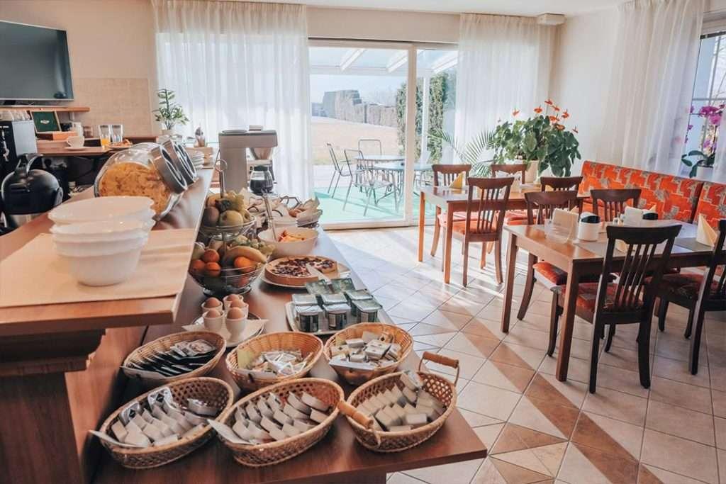 Snídaně formou švédského stolu